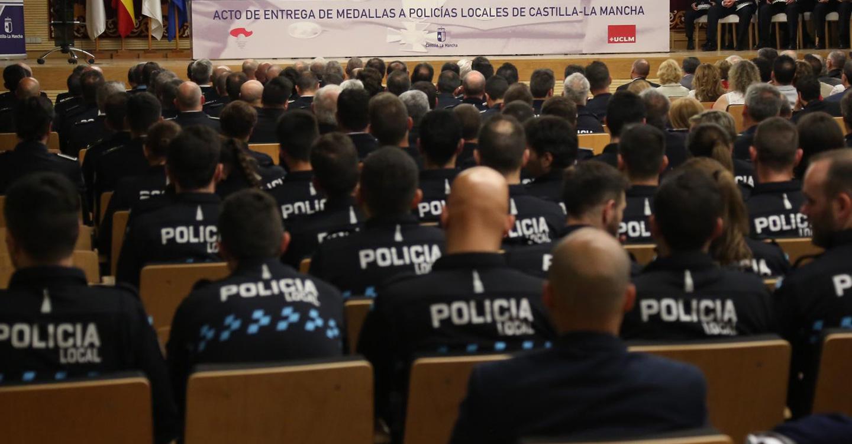 El Gobierno regional reconoce a 96 miembros de la Policía Local por su trayectoria, una actuación meritoria o la permanencia en el servicio