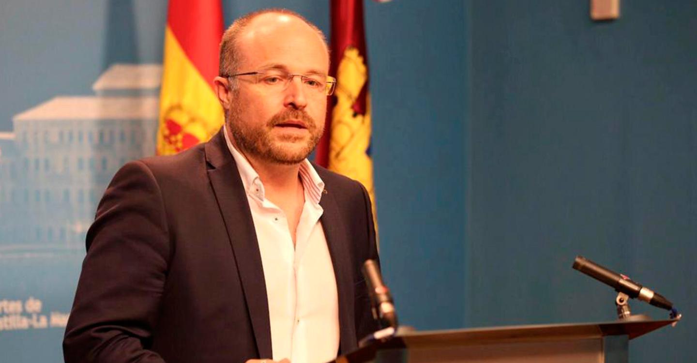 Ruiz denuncia que PSOE y PP solo se pongan de acuerdo