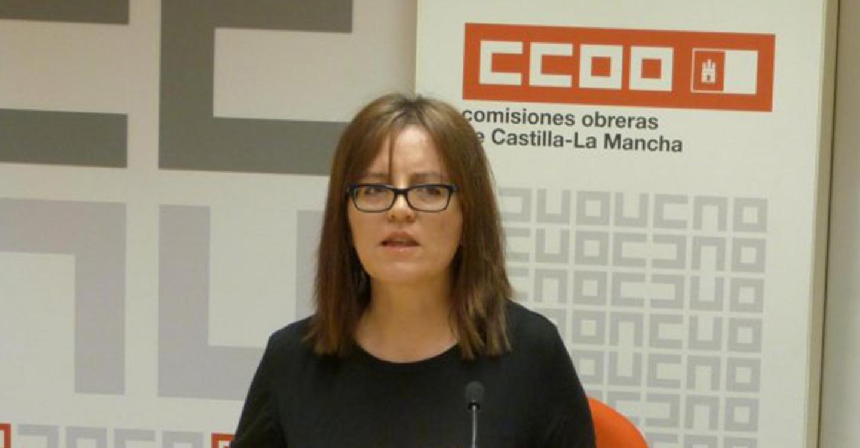Una persona que trabaja en el sector Servicios en CLM tarda 22 meses en ganar el salario que en un año percibe quien trabaja en la Industria en Madrid